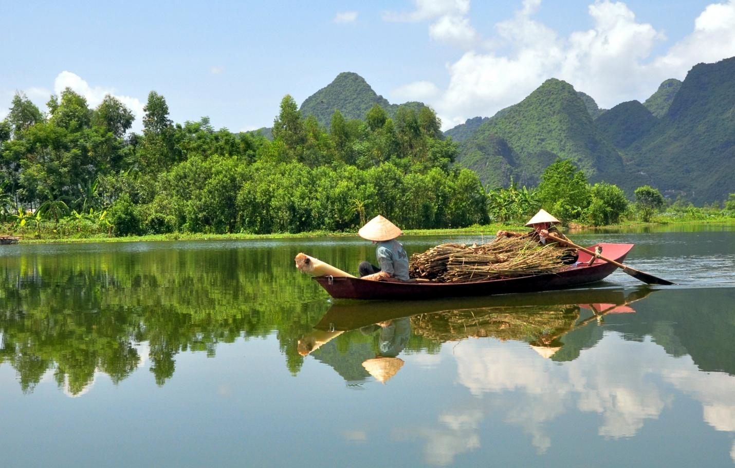 vietnam-travel-lake